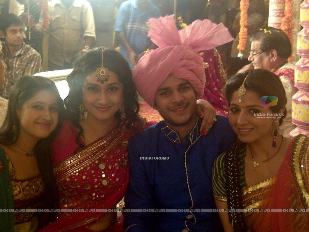 Jay Soni, Neha Narang, Ragini Khanna and Ridheema Tiwari on the sets of Sasural Genda Phool (160872) size:1024x768