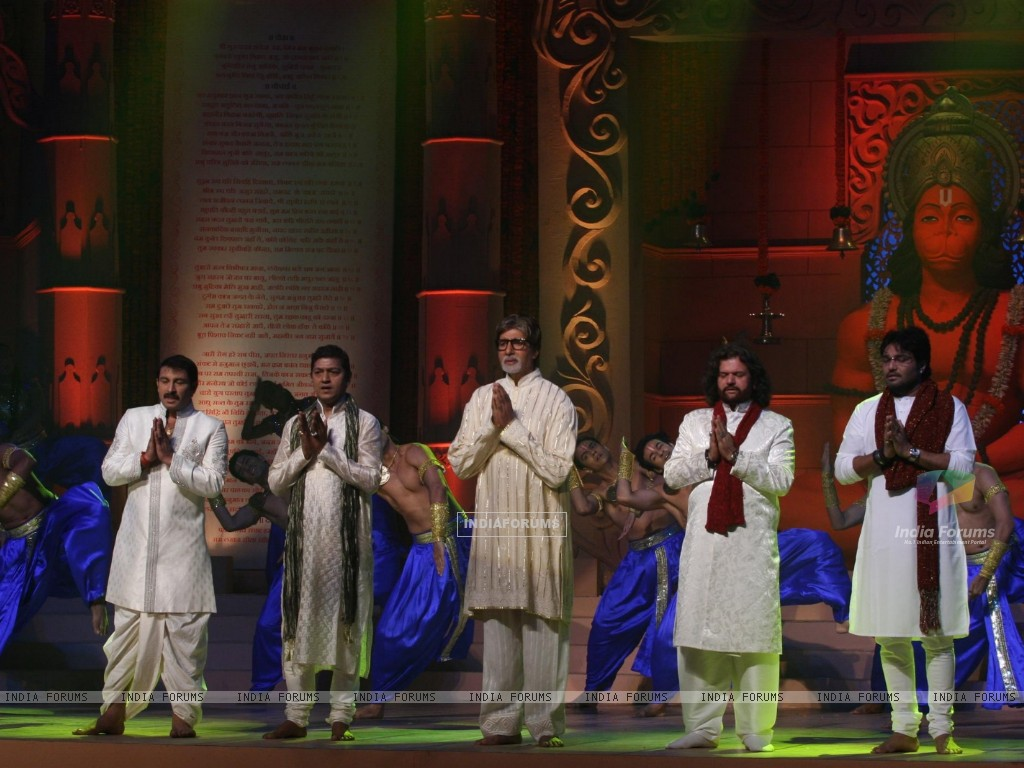 Amitabh, Manoj Tiwari, Aadesh and more performs during the launch of album 'Shri Hanuman Chalisa' (163223) size:1024x768