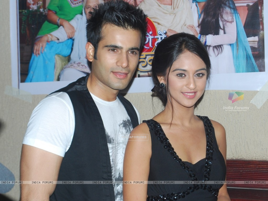 Karan Tacker and Krystle Dsouza at launch party of show Ek Hazaaron Mein Meri Behna Hain (163384) size:1024x768