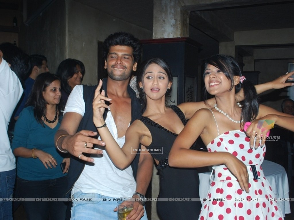 Krystle Dsouza, Nia Sharma and Kushal Tandon at launch party of show Ek Hazaaron Mein Meri Behna Hai (163390) size:1024x768