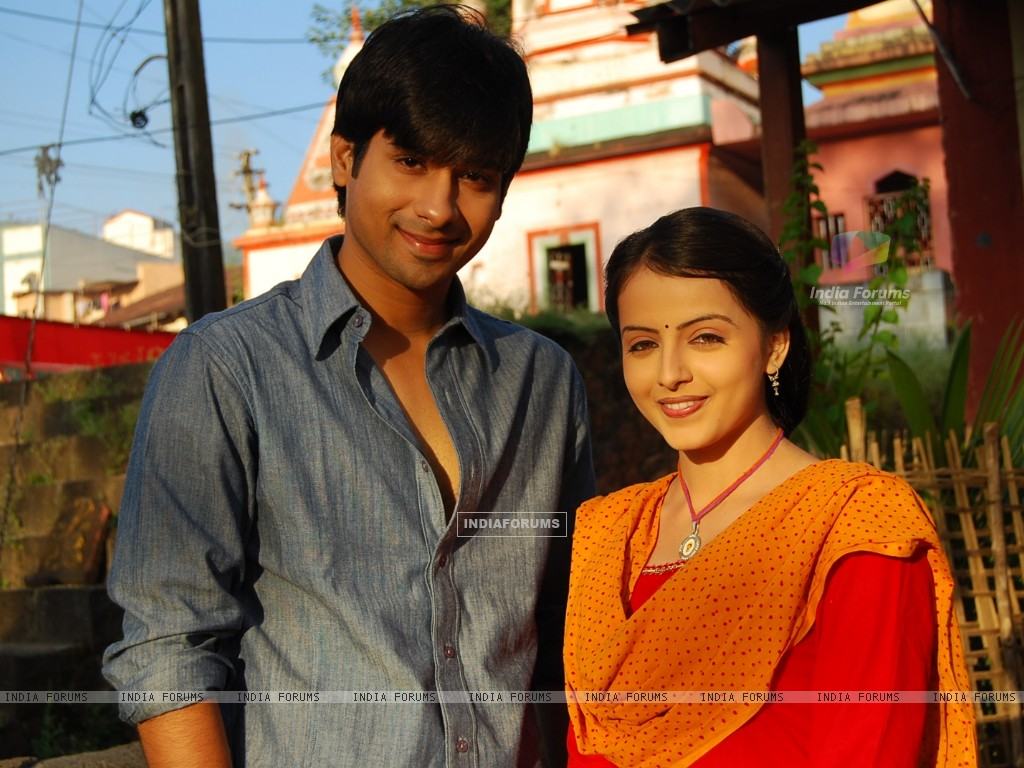 Still image of Aastha and Atharva (163585) size:1024x768