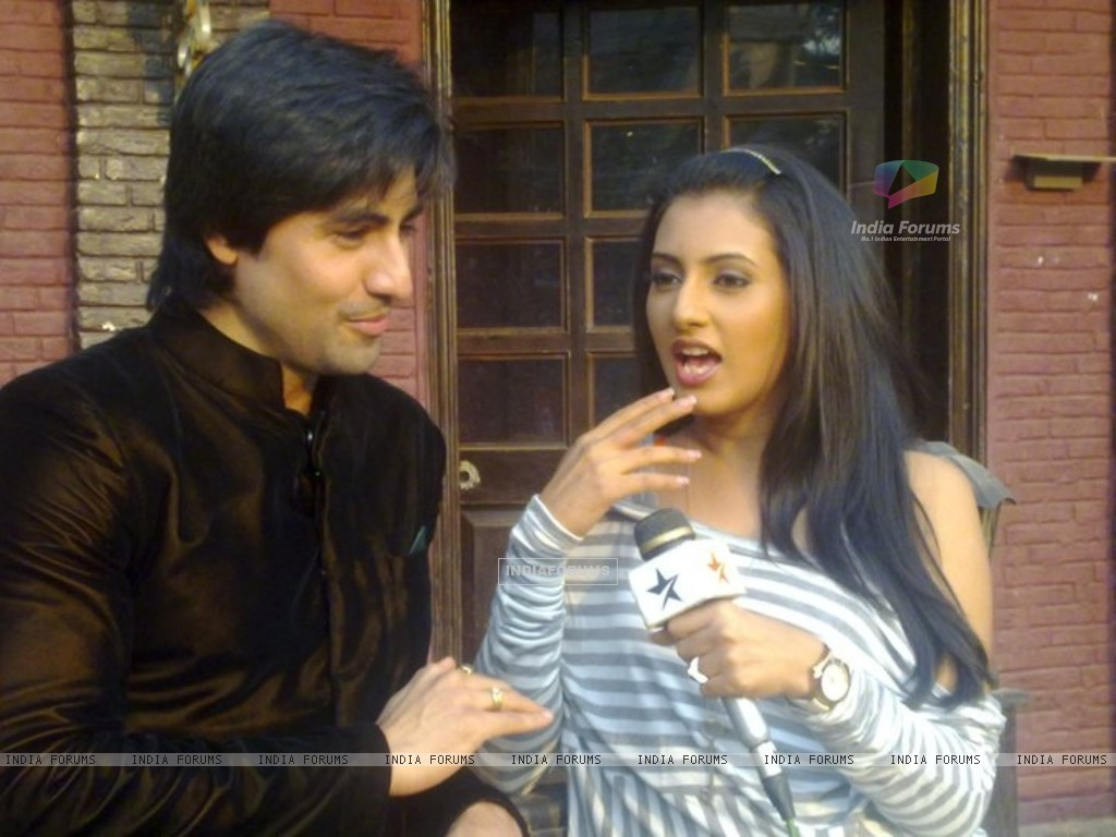 Additi Gupta and Harshad Chopra (163720) size:1024x768