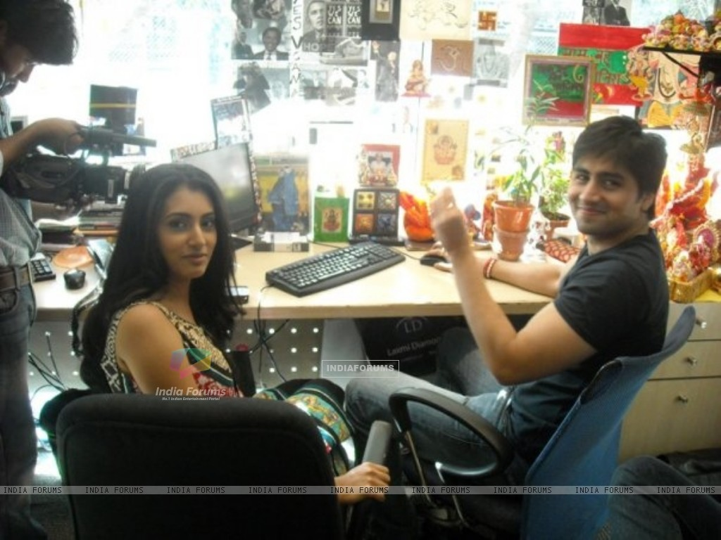 Additi Gupta and Harshad Chopra (163724) size:1024x768