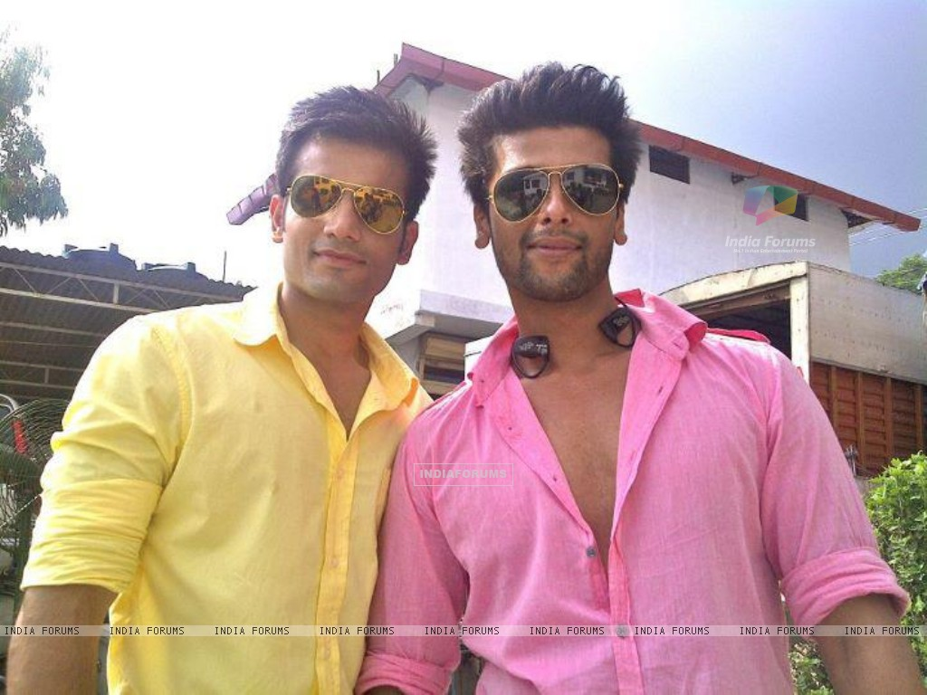 Karan Tacker and Kushal Tandon in Ek Hazaaron Mein Meri Behna Hain (164698) size:1024x768