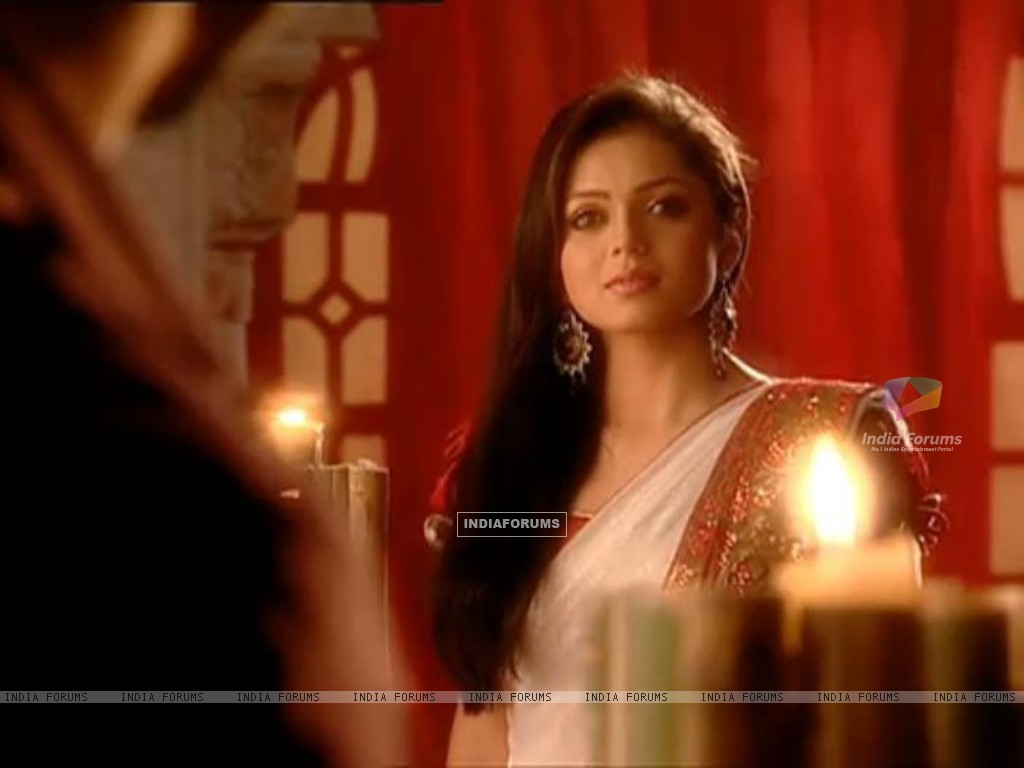 Drashti as Geet in ankheteri song sequence (168666) size:1024x768