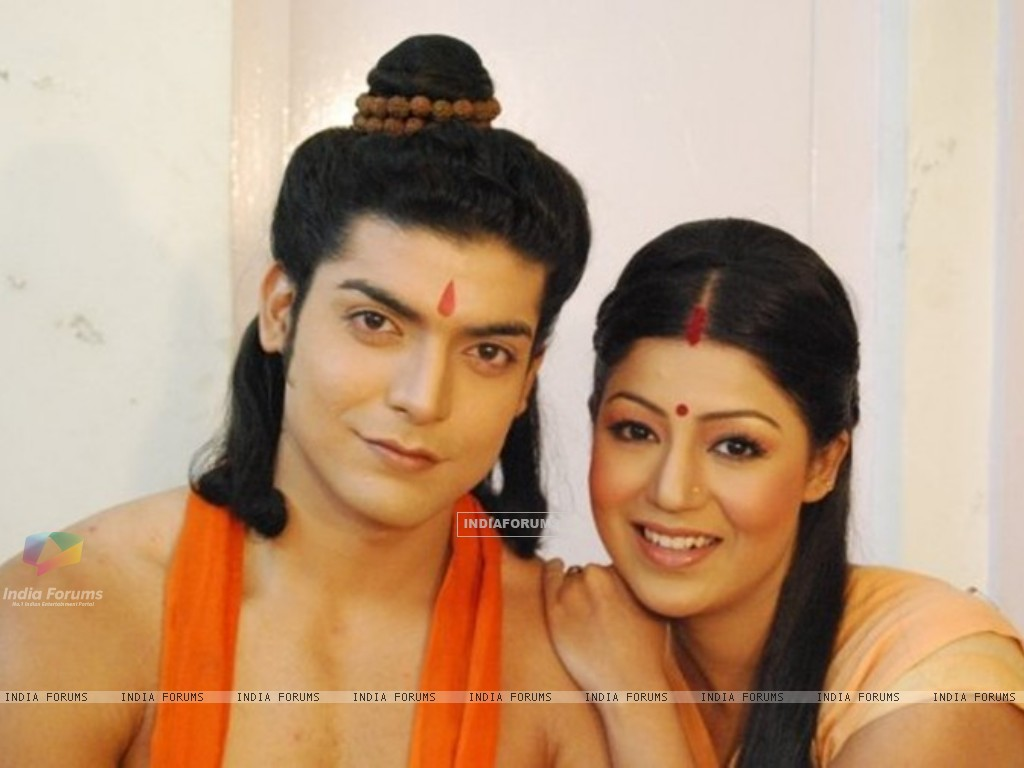 Gurmeet & Debina during shooting of Ramayan (169611) size:1024x768