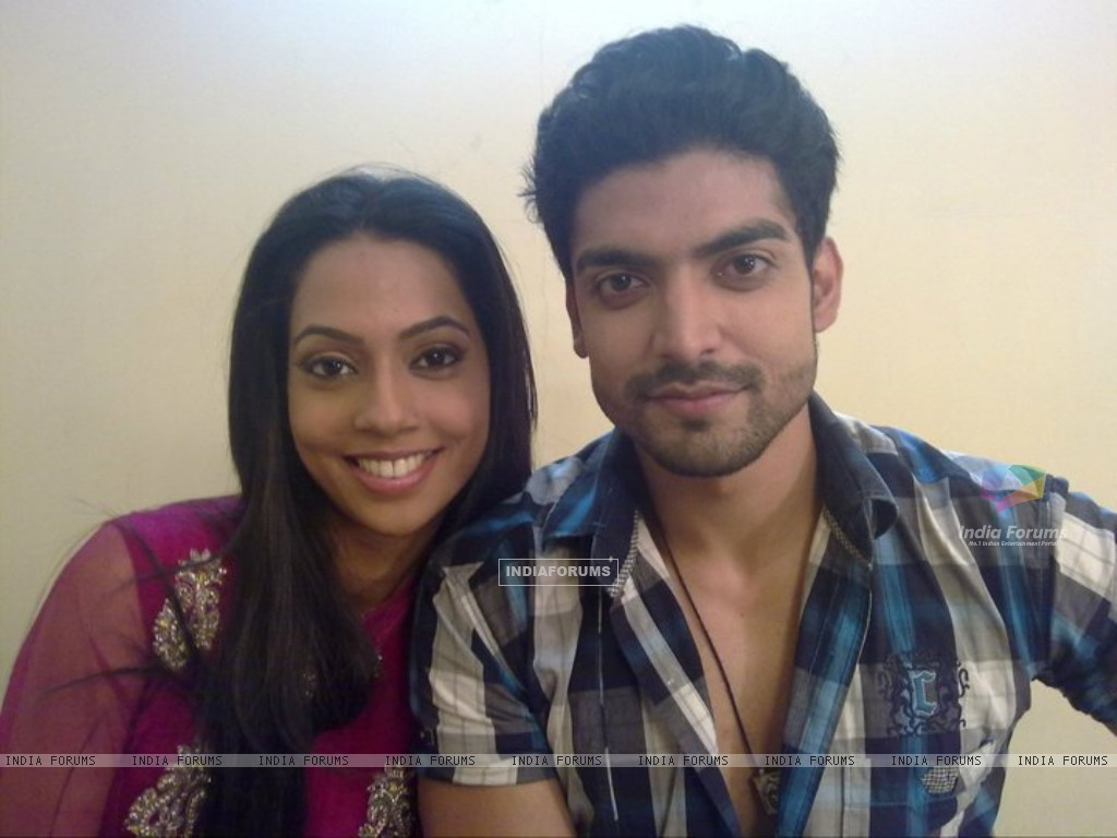 Gurmeet & Melanie Pais on the sets of Geet (170130) size:1024x768