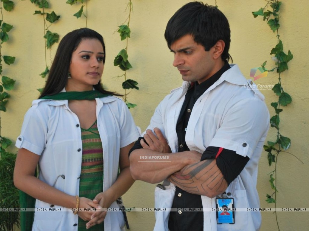 Still image of Dr. Armaan and Dr. Riddhima (172053) size:1024x768