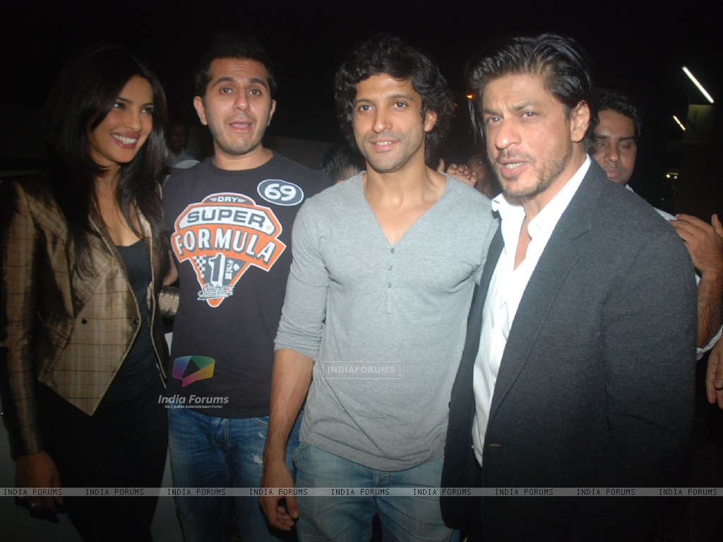 Priyanka Chopra, Ritesh Sidhwani, Farhan Akhtar, Shah Rukh Khan at Don 2 special screening at PVR (175839) size:1024x768