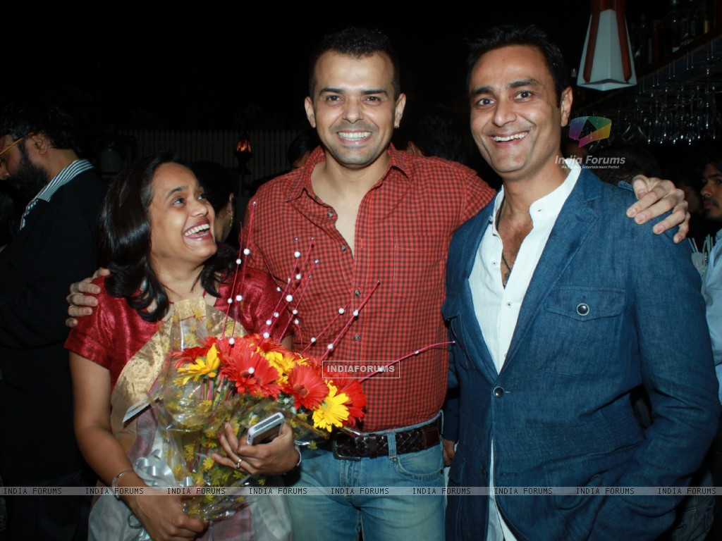 Sashi, Prashant Bhatt and Sumeet Mittal at 100th episode success party of tvshow 'Diya Aur Baati Hum (178531) size:1024x768