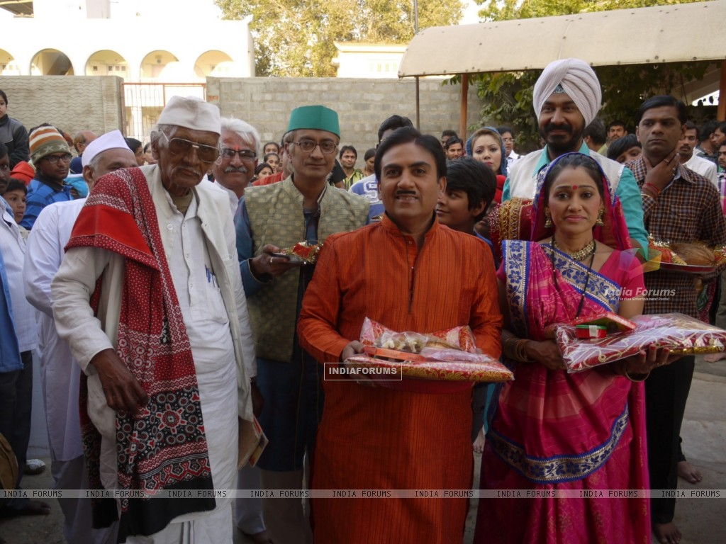 Dilip Joshi & Disha Wakani at Kutch in Ashapurna Temple in tv show Taarak Mehta Ka Ooltah Chashmah (180988) size:1024x768