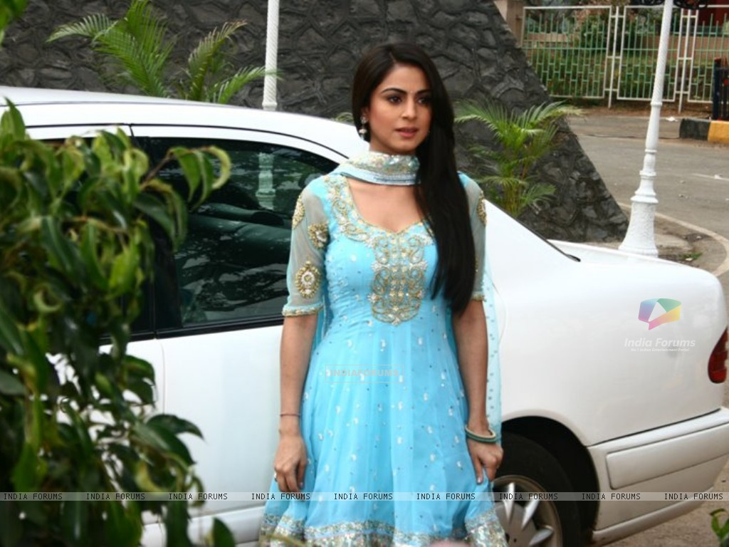 Shraddha Arya on the sets of Main Lakshmi Tere Aagan Ki (182219) size:1024x768