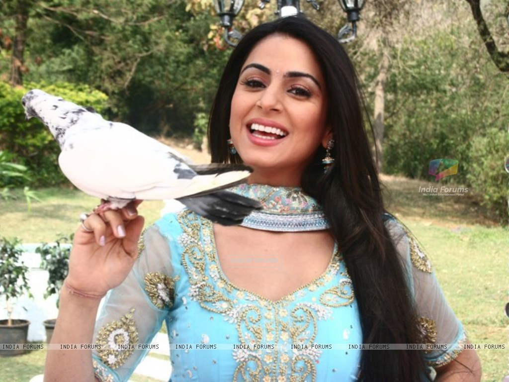 Shraddha Arya on the sets of Main Lakshmi Tere Aagan Ki (186592) size:1024x768