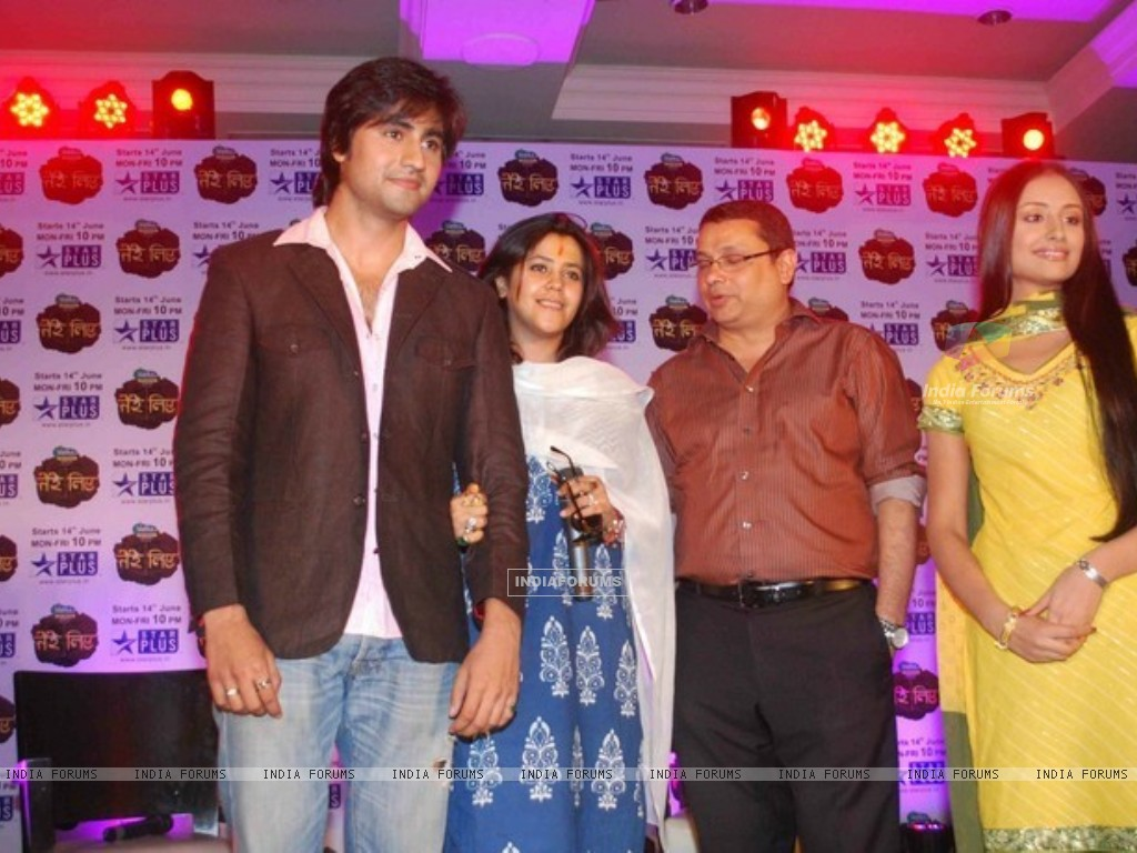Anupriya Kapoor and Harshad Chopda With mentor Ekta Kapoor and Head of Star Plus (186724) size:1024x768