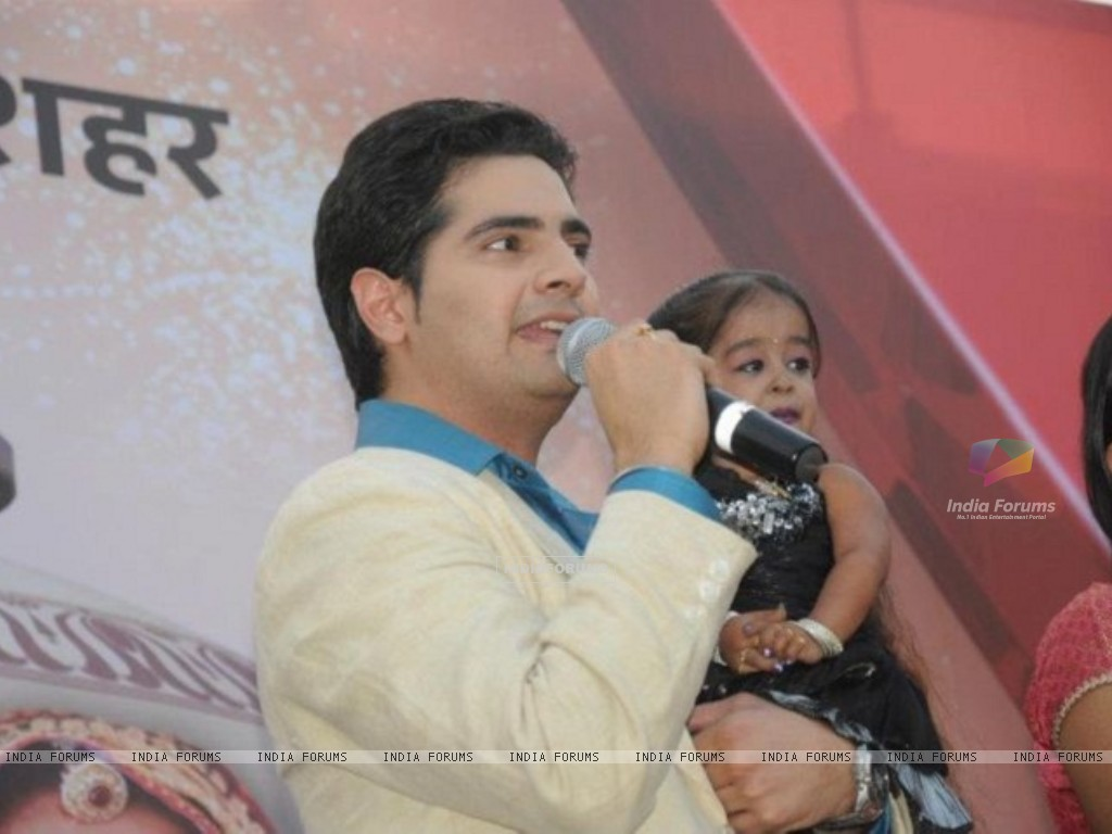 Karan Mehra at Star parivaar awards 2012 tv show (188853) size:1024x768