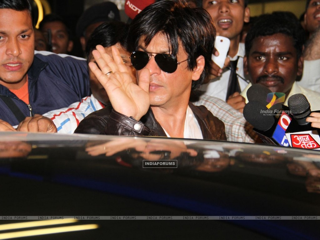 Shahrukh arrived at Mumbai airport from London (190864) size:1024x768