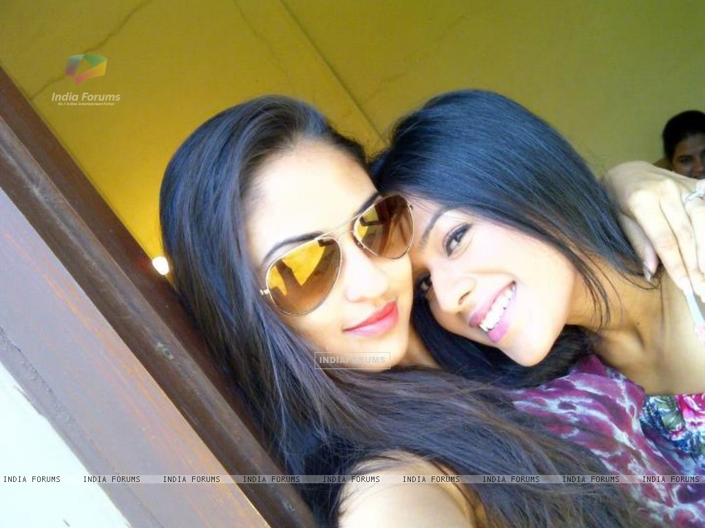 Krystle and Nia off sets (192350) size:1024x768