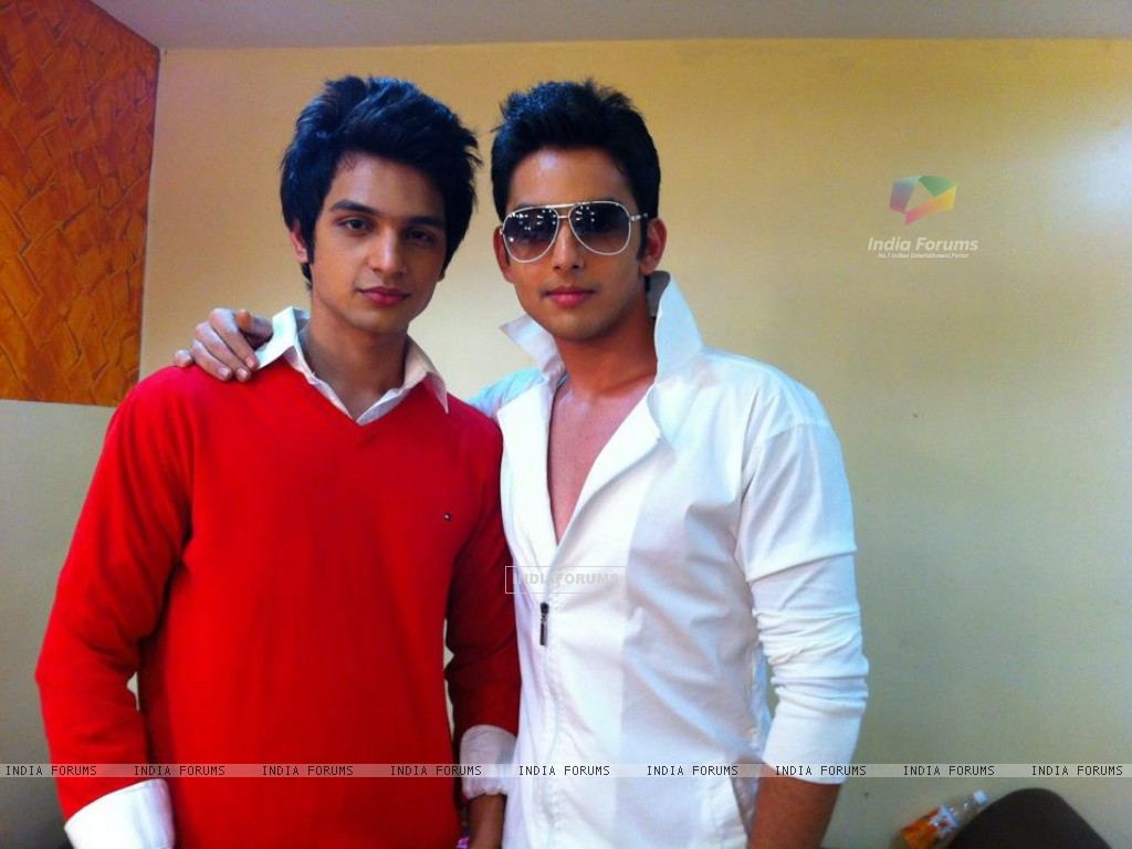 Himansh Kohli and Yuvraj Thakur Behind the scene (192494) size:1024x768