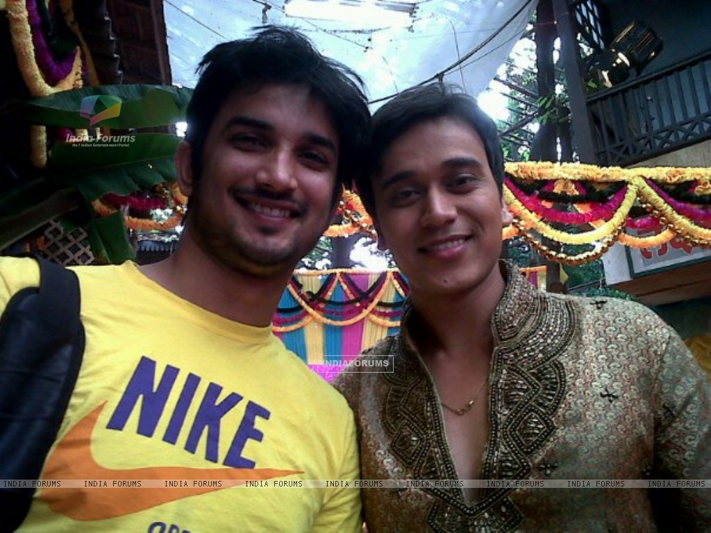 Sushant Singh Rajput and Anurag Sharma On The Sets Of Pavitra Rishta (196665) size:1024x768