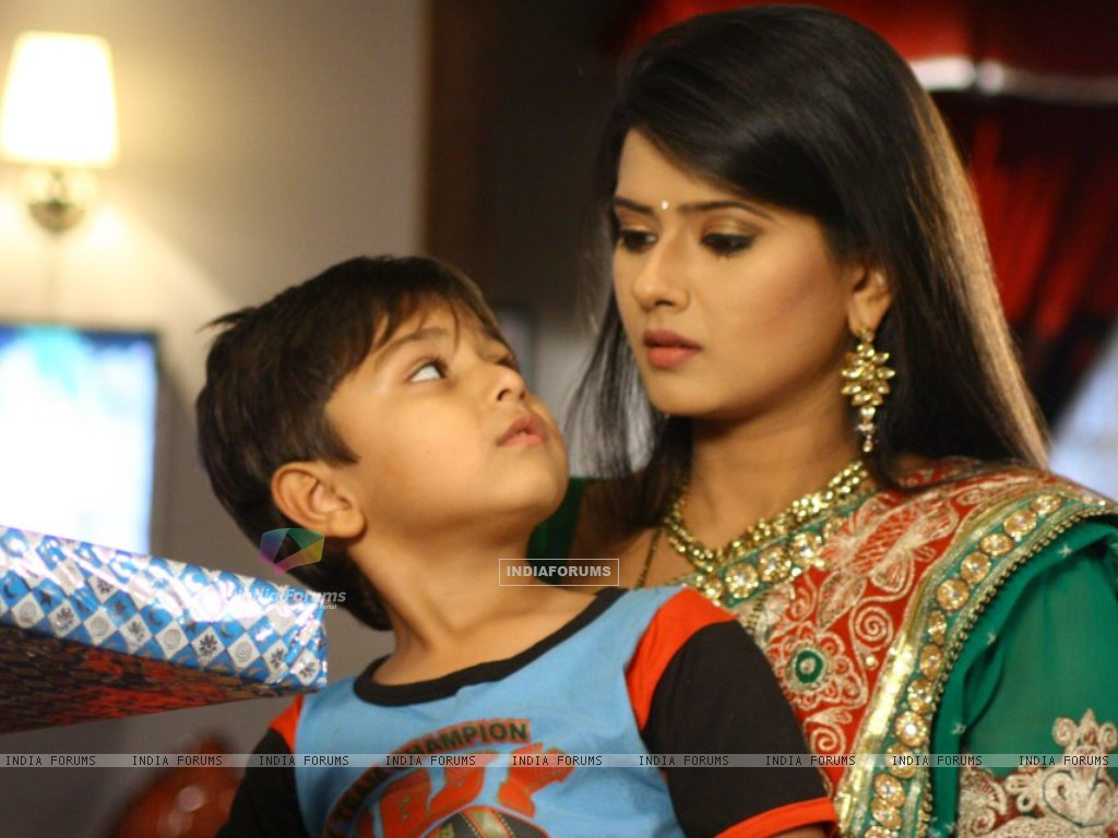 Kratika Sengar on the set of Punar Vivah (197263) size:1024x768