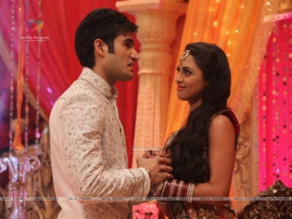 Karan Tacker and Kryste Dsouza (197770) size:1024x768