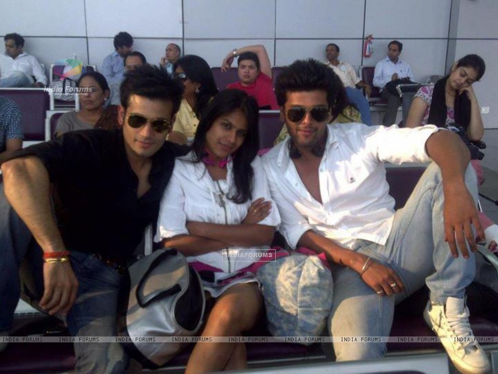 Nia Sharma, Karan Tacker & kushal tandon (198359) size:1024x768