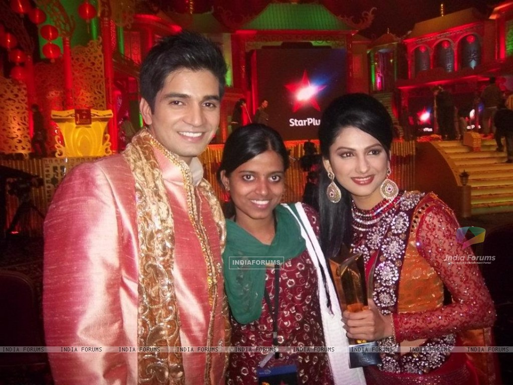 Rucha Hasabnis & Vishal Singh at star parivaar awards 2011 at macau (198813) size:1024x768