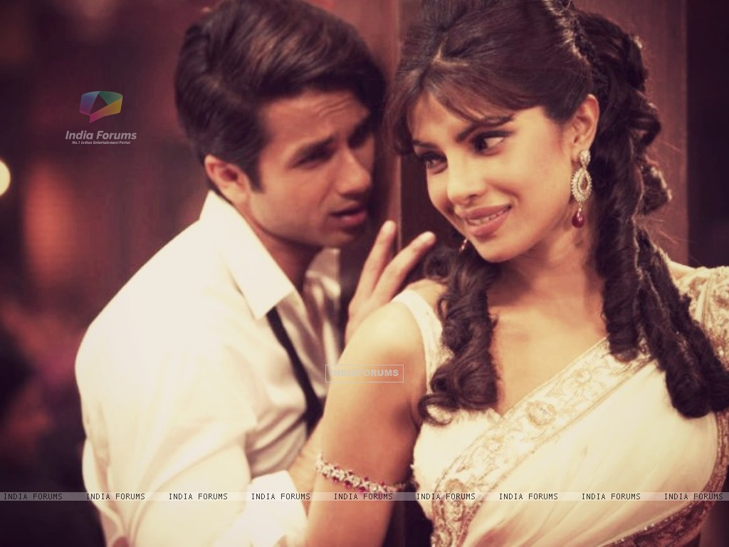 Priyanka and Shahid in Teri Meri Kahani (199786) size:1024x768