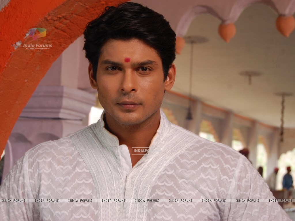 Siddharth Shukla on the sets of Balika Vadhu (199857) size:1024x768