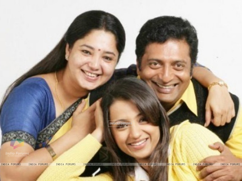 Aishwarya, Trisha and Prakash Raj at a photoshoot for the film Aakasamantha. (200093) size:1024x768