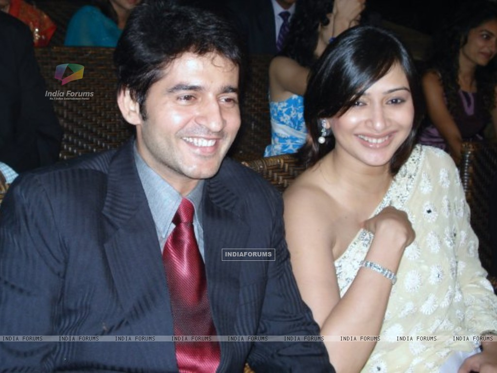 Hiten and Gauri at a wedding (200330) size:1024x768