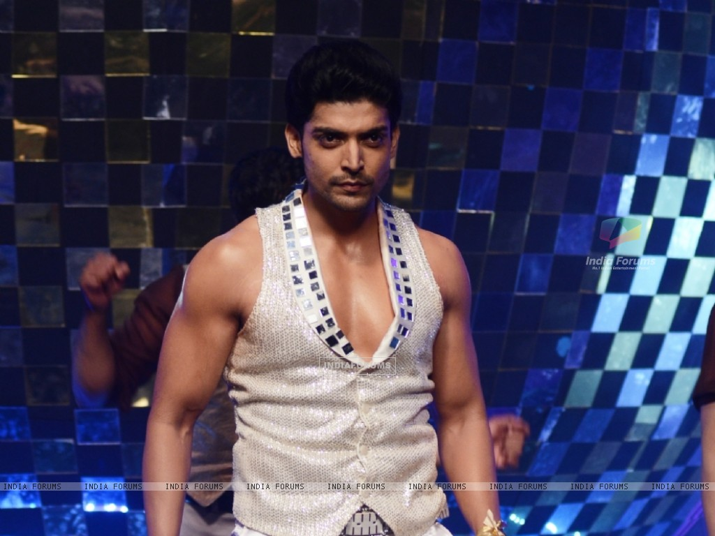 Gurmeet Chaudhary at Jhalak Dikhhla Jaa 5 - Dancing with the stars (200676) size:1024x768