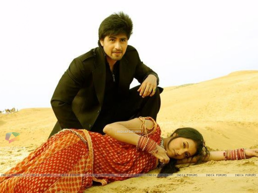 Harshad Chopra and Additi Gupta (202612) size:1024x768