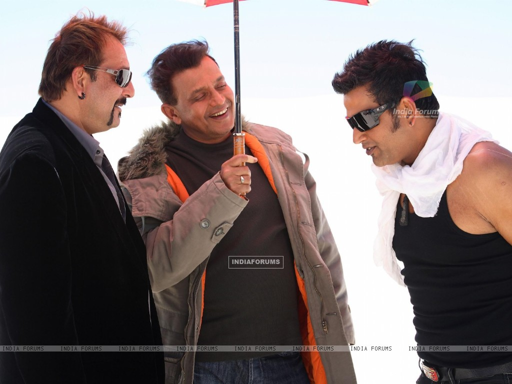 Mithun and Sanjay talking to Ravi (20295) size:1024x768