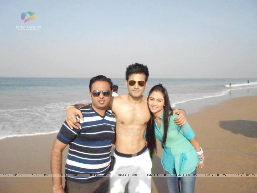 Karan Tacker and Krystle Dsouza in Goa (208616) size:1024x768