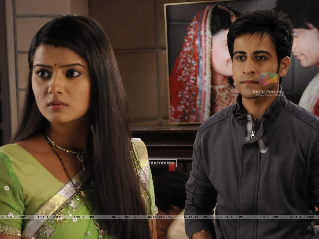 Kratika Sengar & Dishank Arora on the sets of Punar Vivah (208661) size:1024x768