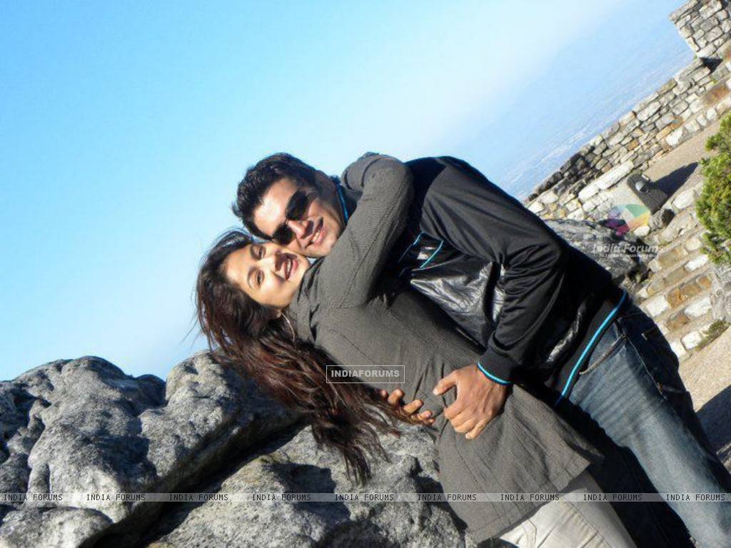 Sharad Kelkar With Keerti in South Africa (209102) size:1024x768