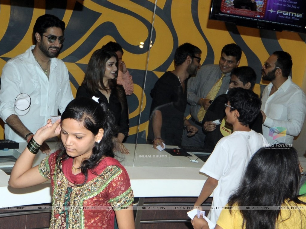 Rohit Shetty, Abhishek Bachchan, Ajay Devgan and Prachi Desai of Bol Bachchan selling ticket at Fame (211571) size:1024x768