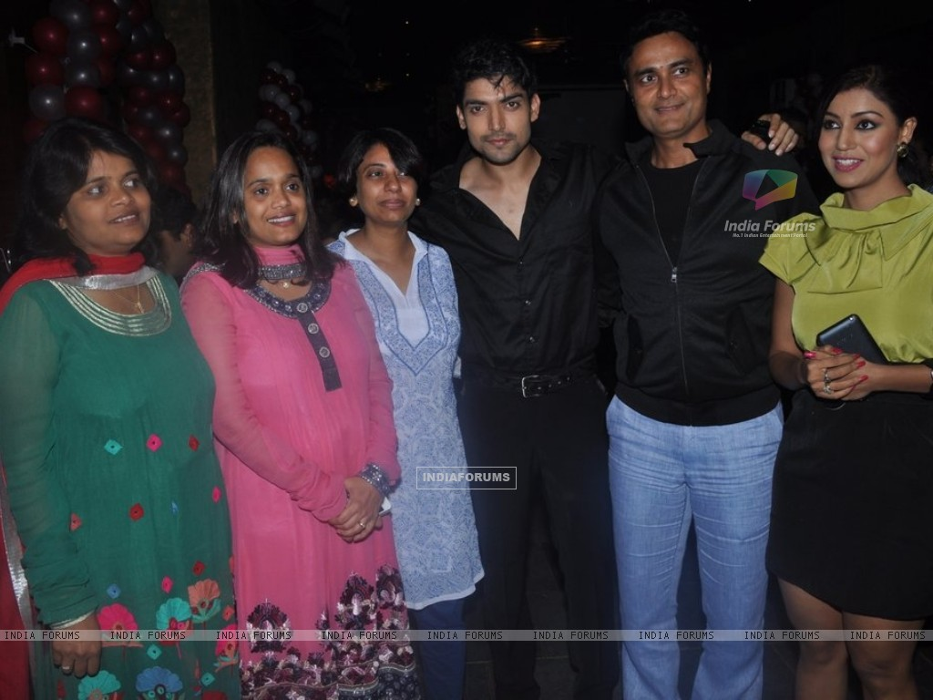 Gurmeet Choudhary, Debina Bonnerjee at Punar Vivah 100 Episode celebration (211752) size:1024x768