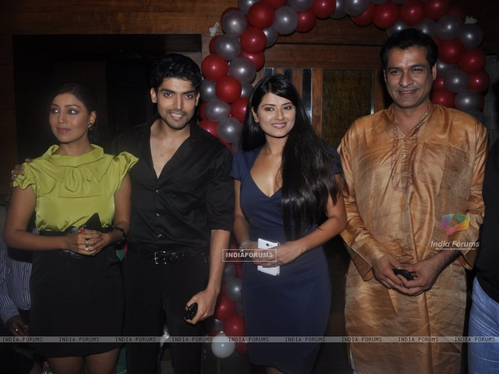 Debina Bonnerjee, Gurmeet Choudhary, Kratika Sengar at Punar Vivah 100 Episode celebration (211753) size:1024x768
