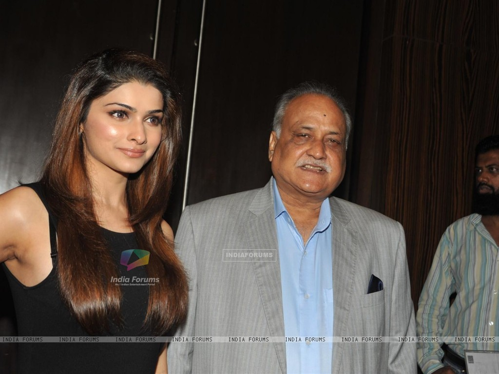 Prachi Desai and TP Agarwal at Launch of T P Aggarwal's trade magazine 'Blockbuster' (211803) size:1024x768