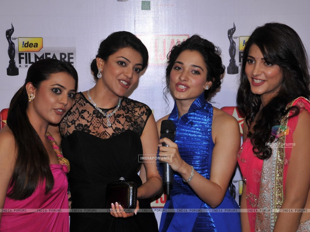 Nisha, Kajal Aggarwal, Tamanna & Shruti Hassan at 59th !dea Filmfare Awards 2011 (South) (211960) size:1024x768