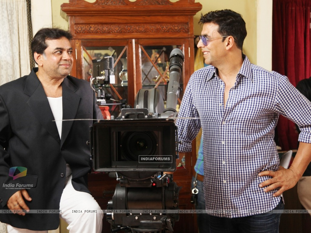 Akshay Kumar and Paresh Rawal on the sets of movie OMG! Oh My God (212085) size:1024x768