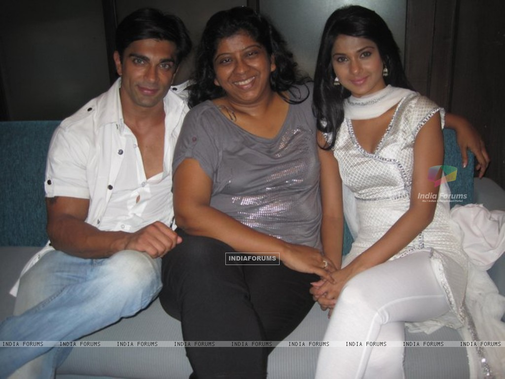 Jennifer Winget and Karan Singh Grover (212142) size:1024x768