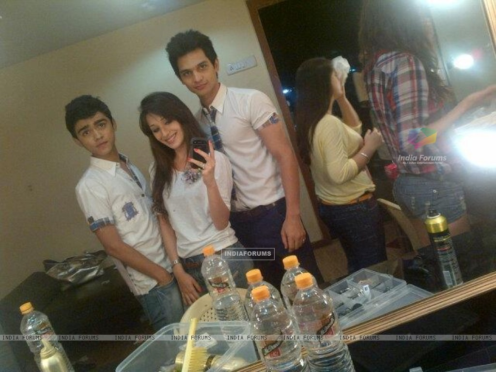Yuraj Thakur with Heli, Rohan at HHL shoot (213939) size:1024x768