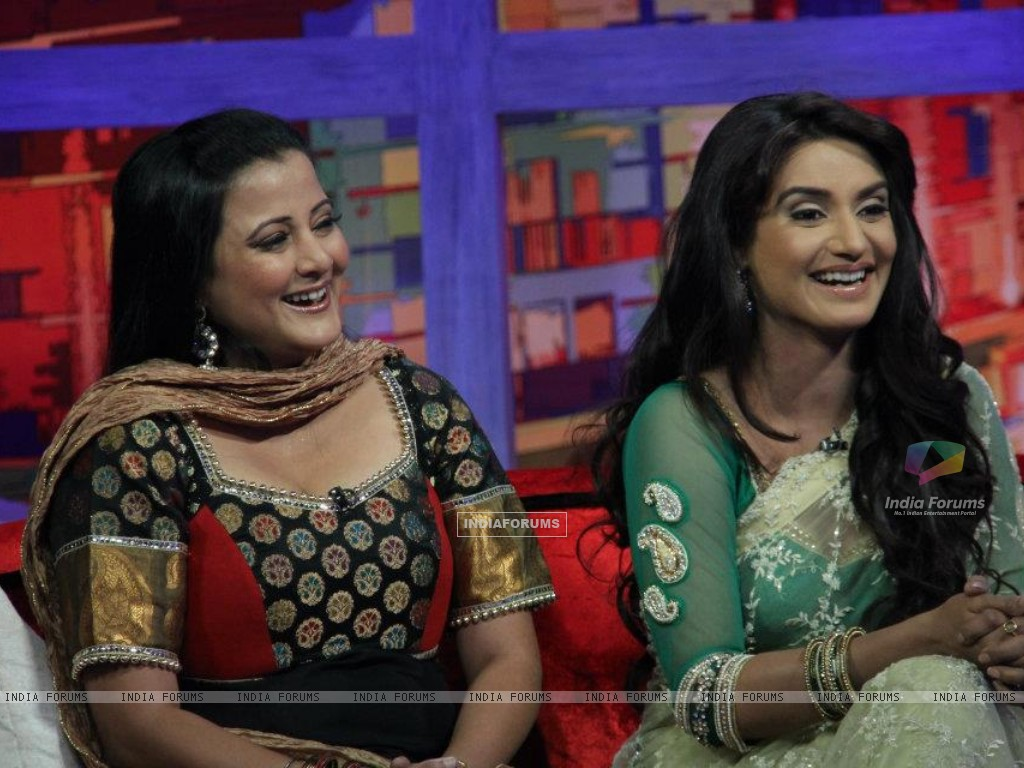 Rati Pandey with Smita Singh on movers and shakers (214880) size:1024x768