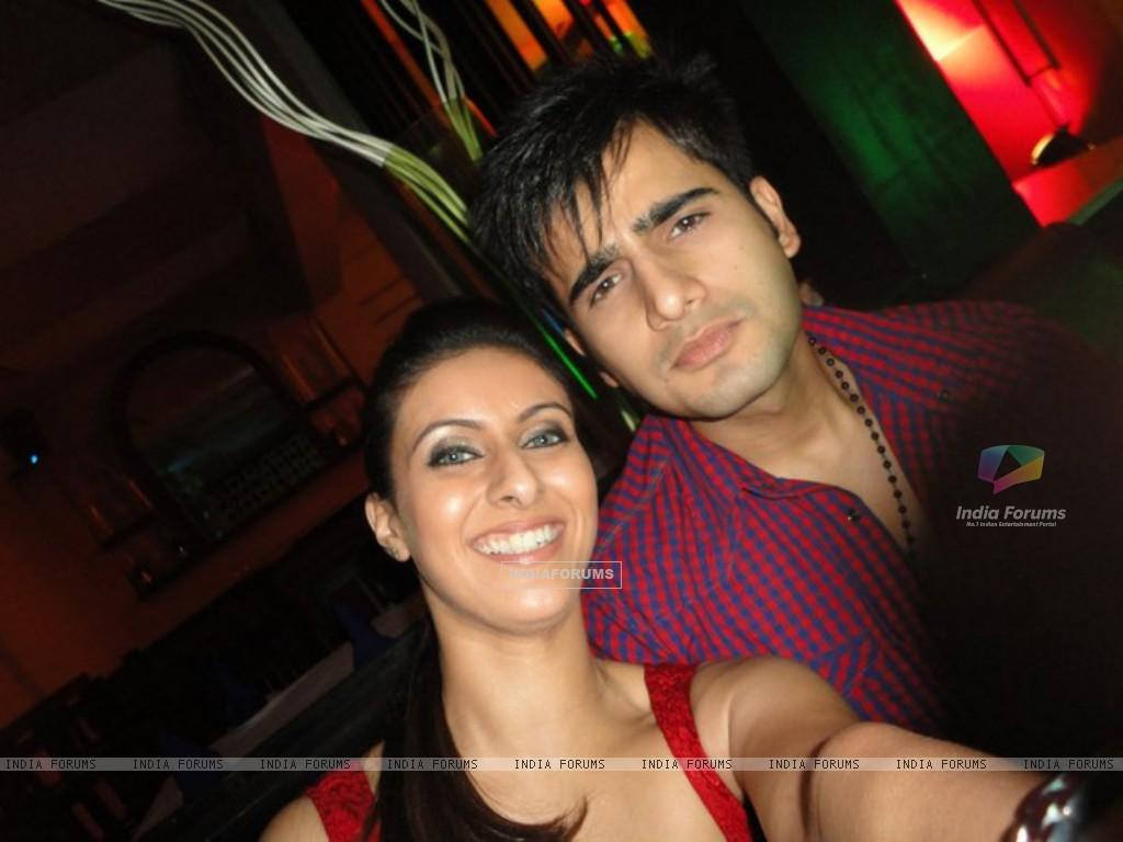 Khushboo and Karan (216222) size:1024x768
