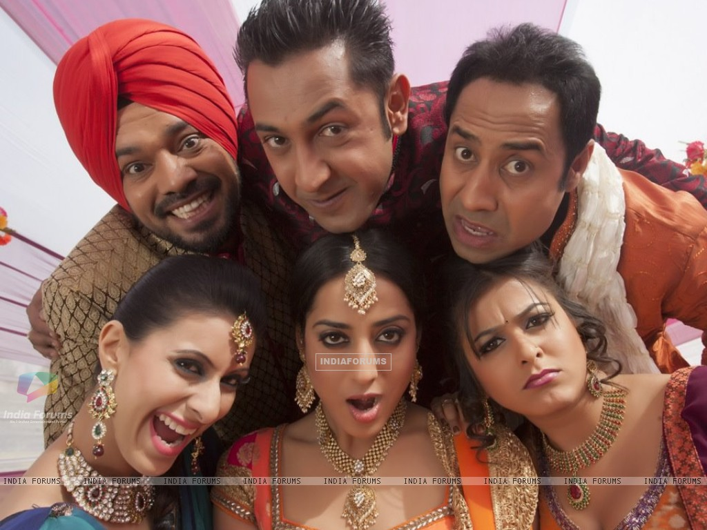 Khushboo, Mahie, Gippy and Ghuggi with Carry On Jatta cast (216239) size:1024x768