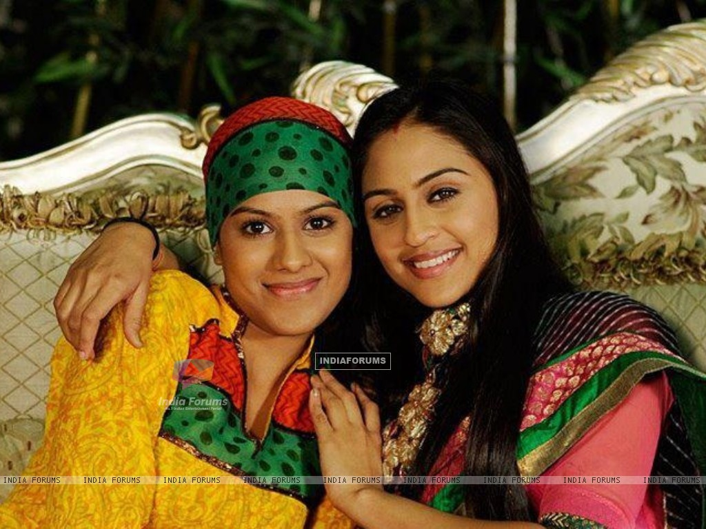 Nia Sharma as Manvi and Krystle as jeevika celebrates raksha bandhan day on sets (217157) size:1024x768