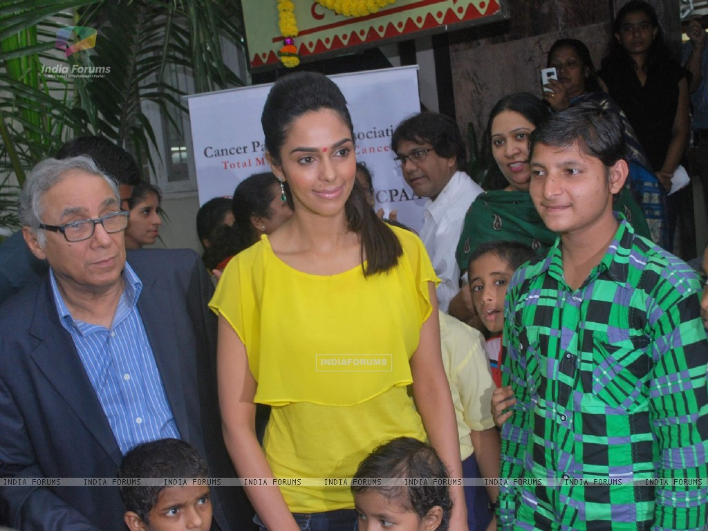 Bollywood actress Mallika Sherawat meets CPAA patients in Mumbai . (217380) size:1024x768
